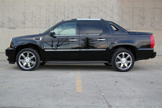 Cadillac Escalade EXT side