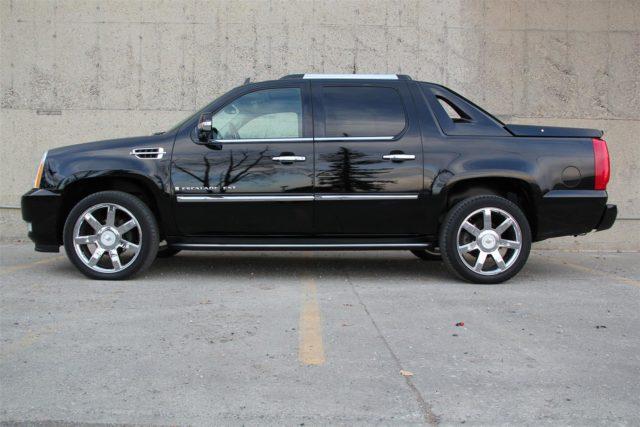 Cadillac Escalade EXT side
