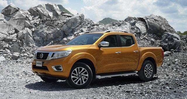 2017 Nissan Frontier side