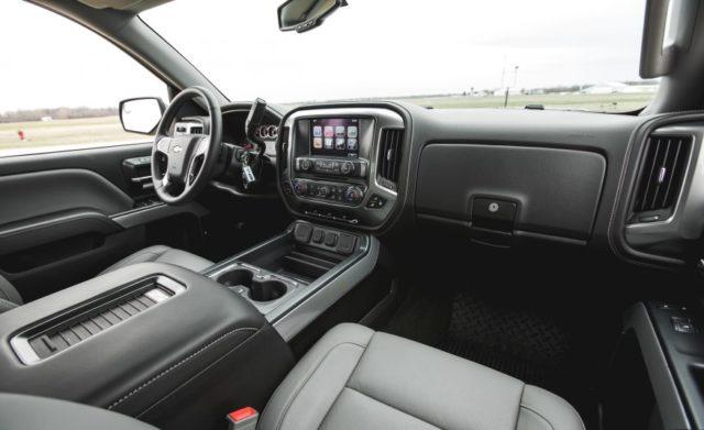 2017 Chevy Silverado 1500 Diesel Muscular Looks New