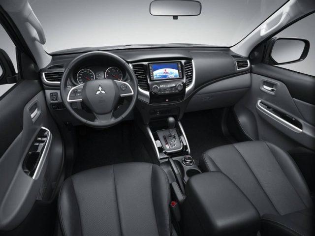 Mitsubishi Triton 2017 interior