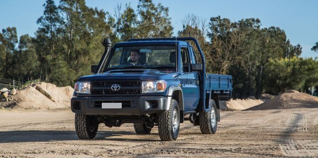 2017 Toyota Land Cruiser 70 front view