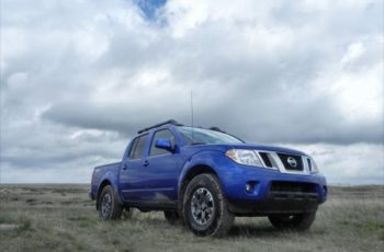 2017 Nissan Frontier PRO-4X front