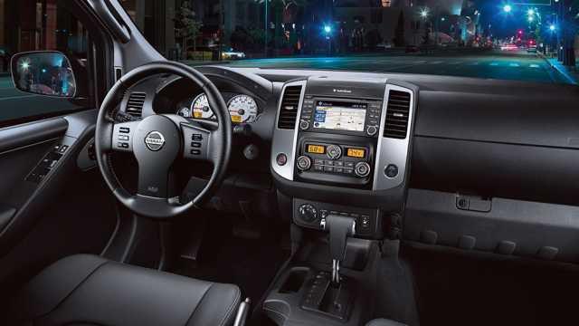 2017 Nissan Frontier PRO-4X interior