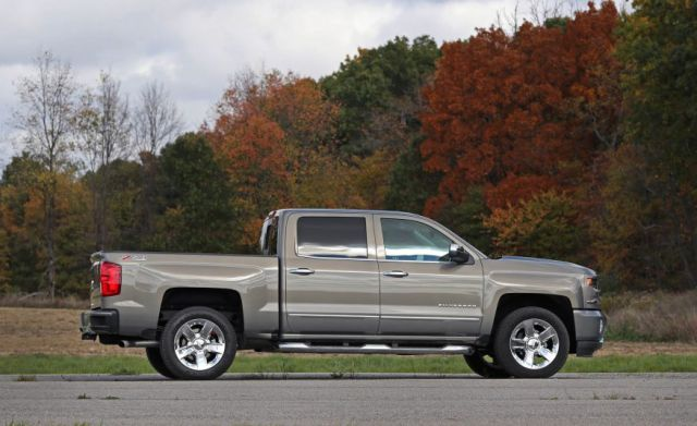 2017 Chevy Silverado 1500 Crew Cab side