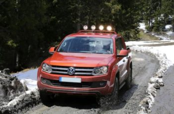 2017 Volkswagen Amarok Canyon Edition front view