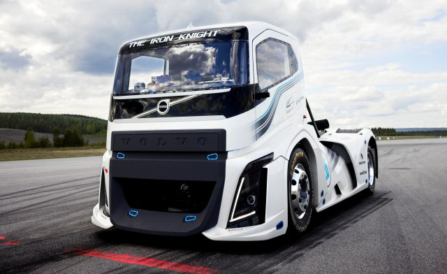 2017 Volvo Iron Knight front