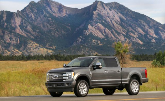 2017 Ford F-250 Super Duty Crew Cab front