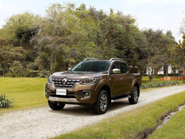 2017 Renault Alaskan front