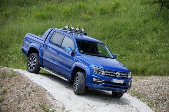 2018 Volkswagen Amarok side