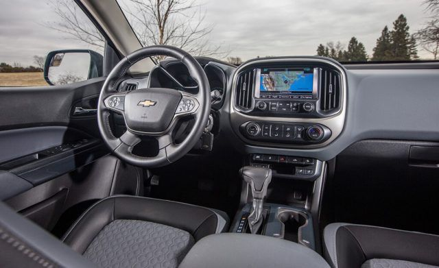 2018 Chevy Colorado interior