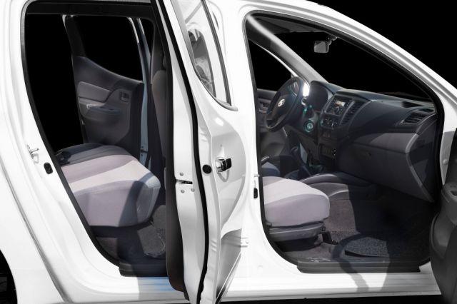 2018 RAM 1200 interior