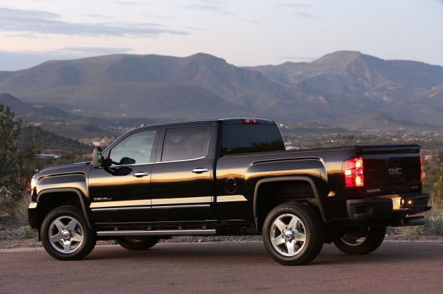 2018 GMC Sierra Denali side