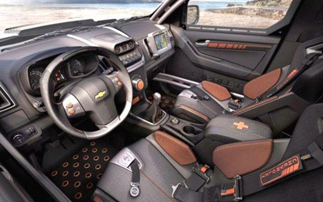 2018 Chevrolet Colorado ZR2 interior view