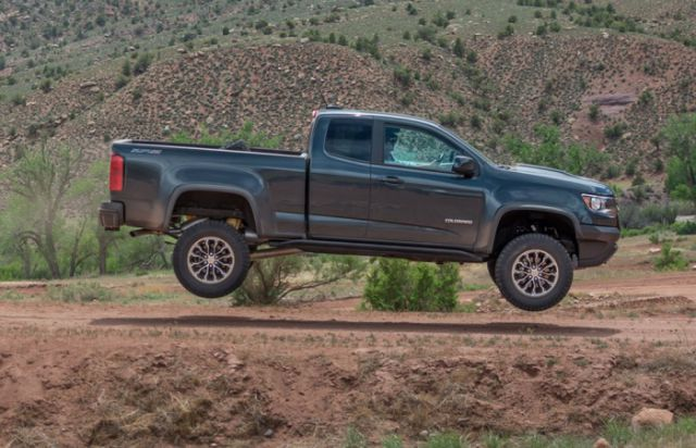2018 Chevrolet Colorado ZR2 side view