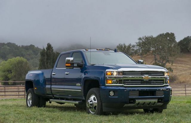 2018 Chevrolet Silverado 3500HD side