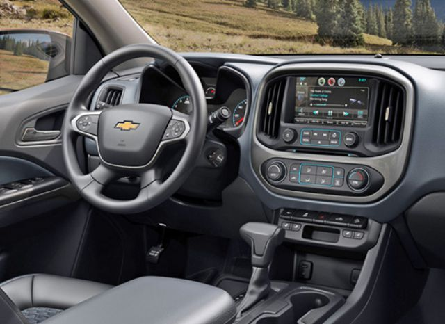 2019 Chevy Colorado interior