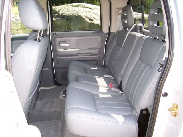 2019 Dodge Dakota rear seats view