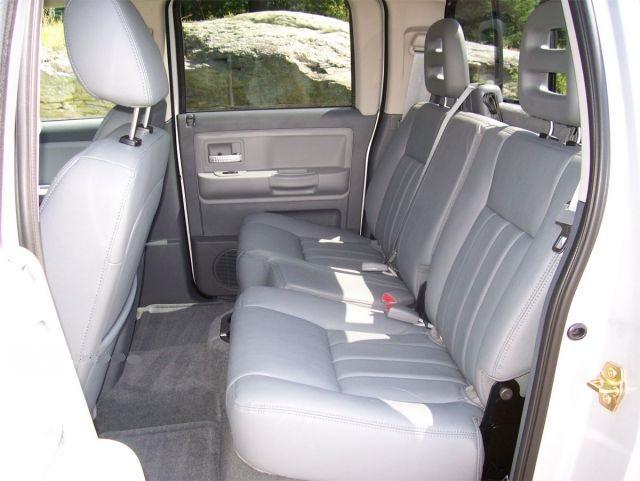 2019 Dodge Dakota rear seats view