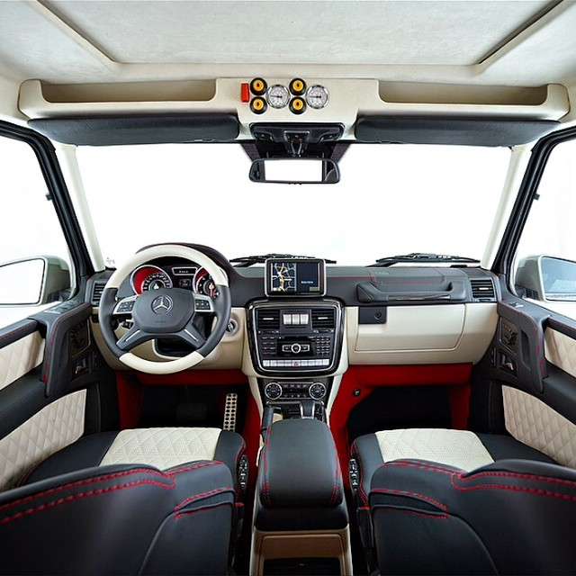 Mercedes 6x6 AMGG63 interior