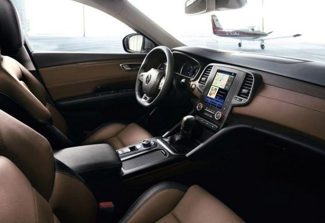 2018 Renault Alaskan interior