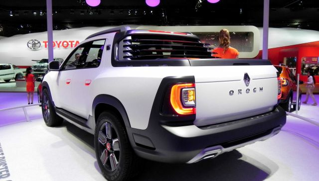 Dacia Duster Oroch rear