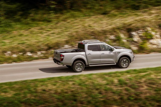 2019 Renault Alaskan side