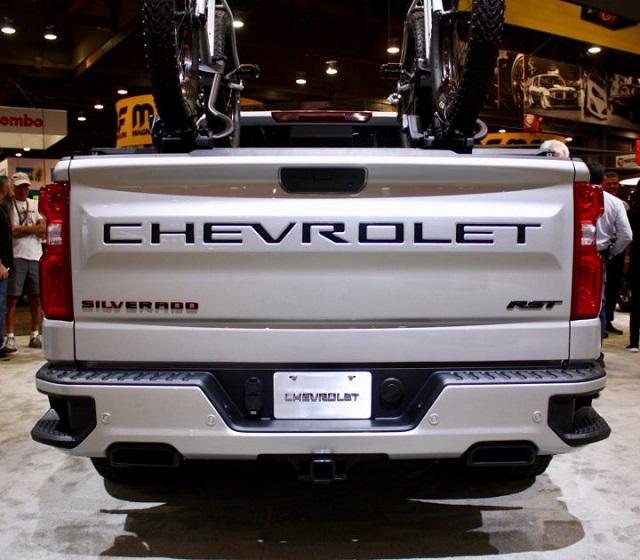 2021 Chevy Silverado Redline Edition accessories