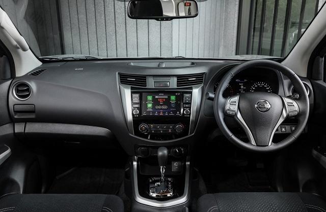 2021 Nissan Navara NP300 interior